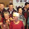 I giocatori della Salernitana e gli anziani, incontro al centro sociale di Salerno
