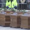 Funerali delle migranti morte, tanti giovani e gente comune a Salerno