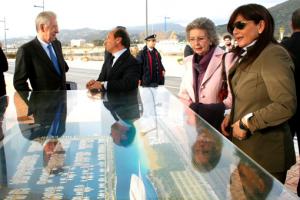 Monti e Gallozzi al fianco del plastico del nuovo porto turistico Marina di Arechi di Salerno
